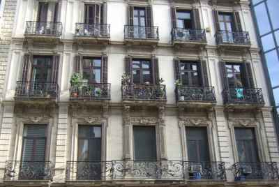 Residential building for sale in Barcelona in the central district of Gracia